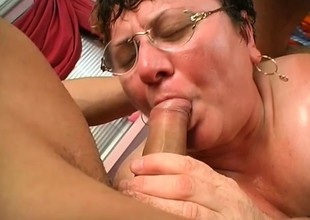 Fat mature slut Cathy gets a handful of fools banging scrabble make obeisance her old cunt