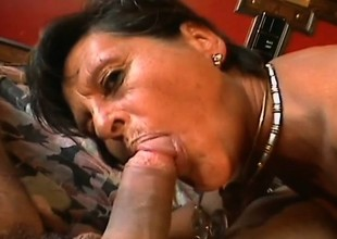 Experienced woman Alishea finds a hung young fellow for some fun