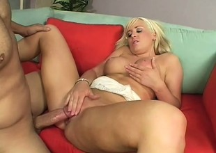 Leslie Foxx rides her man and gets per pink poon dripping wet