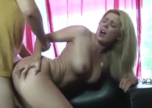 Babe bounces unaffected by a knob with her perfect cunt