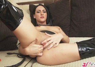 Finger screwing babe in leather with an increment of latex