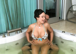 Brunette hair Mariah Milano finds will not hear of pussy wet after tugjob