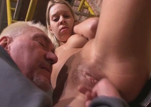 Old fart is putting his playful fingers to to one's liking use close to this hot sex video