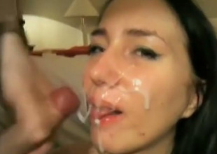 Buxom sexpot lets her hookup buddy cum all over her pretty face