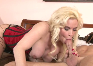 Lustful blonde hoe Diamond Foxxx approximately hawt foreplay  with a hot stud