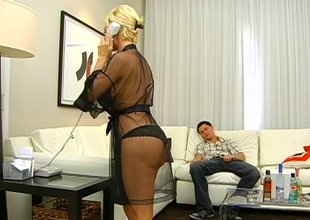 XXX blond bitch Diamond Foxxx gets the brush snatch nailed hard