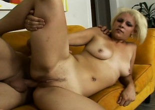 Luring platinum blonde slut Paradise pulls off a POV blow job and gets analized