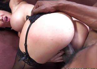 Gorgeous Jasmine Jae wraps her oral cavity round this huge ramrod