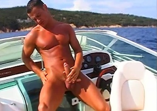 Fred Goldsmith has found some grow older alone, on every side this 6 minute outdoor masturbation quickie.  The sky is clear, the water is bright, the air is thick with the addition of warm... with the addition of Fred is sweating it out, with a boner that won't rest!  This guy leans back on every side the cabin of his boa