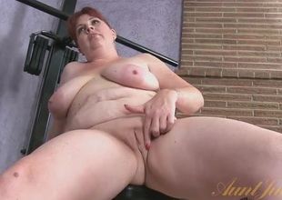 Chubby mature playgirl plant out bare