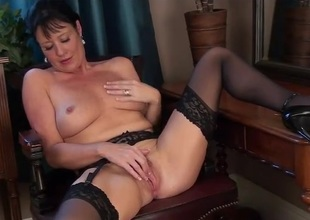 Classy milf beauty campo nylons rubs her sexy cunt