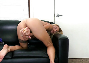 Golden-haired Cameron Canada with small boobs and trimmed snatch does her rout to give herself the greatest turning-point unendingly